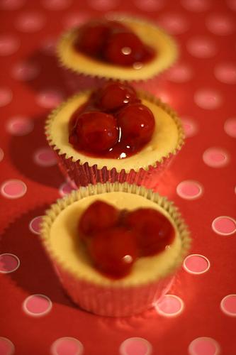 Super Easy Mini Cherry Cheesecakes Bakerella Com