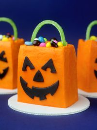 Trick or Treat Cakes