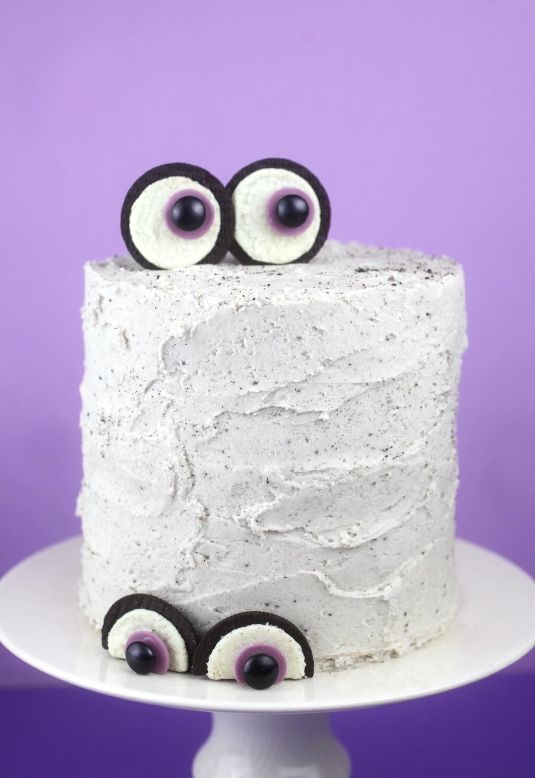 Oreo Eyeball Cake